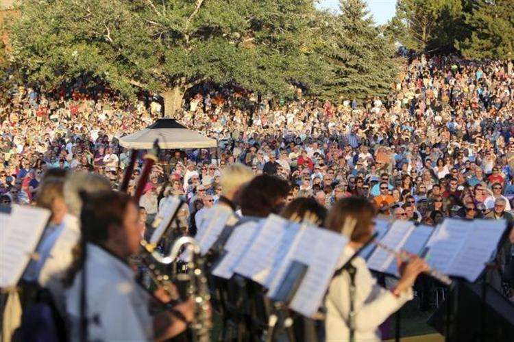 Huge crowd enjoys the Helena Symphony's free concert.