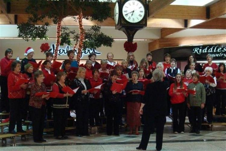 Five Valley Chorus sings holiday favorites at Southgate Mall