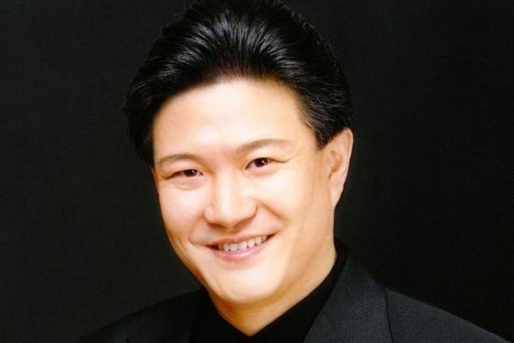 Directs the Ulsan Metropolitan Choir