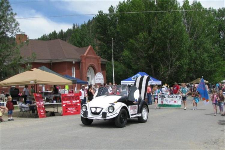 What do Shriners, Girl Scouts, fire engines, and hot rods have in common? The Clancy Days Parade!