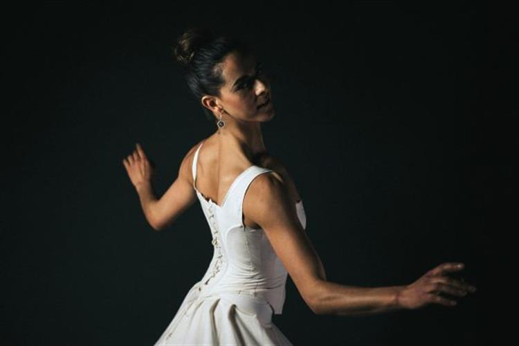 Raison D'être company dancer Michelle Kolodin
